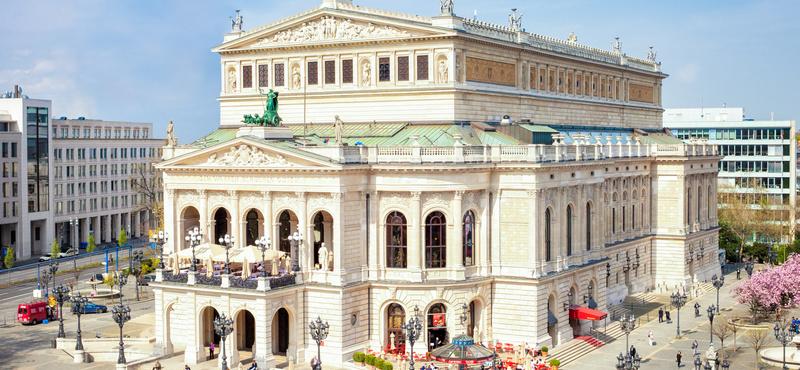 Die alte Oper in Frankfurt ist ein Wahrzeichen